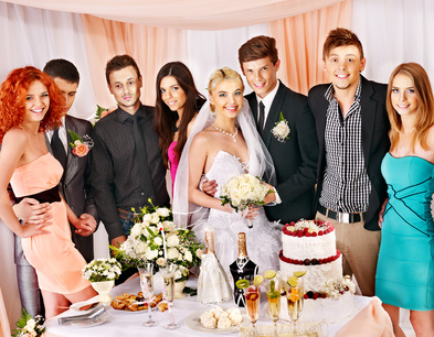 Hochzeitsgäste am Hochzeitstisch