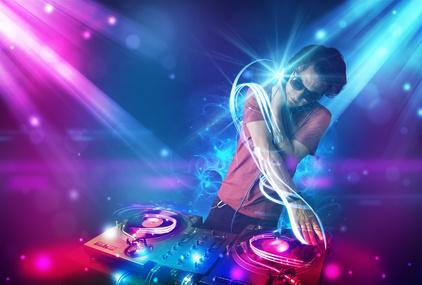DJ Mixed Musik in Disco am Goldstrand