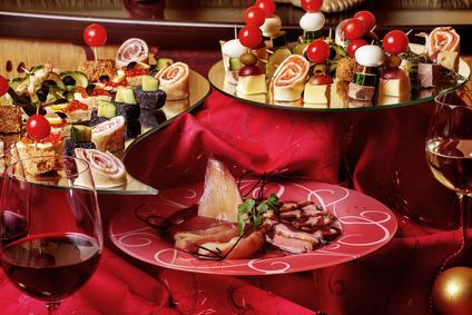 Leckereien auf einem Partybuffet Tisch