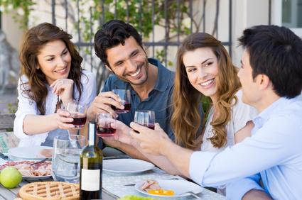Gute Freunde bei der Party Planung