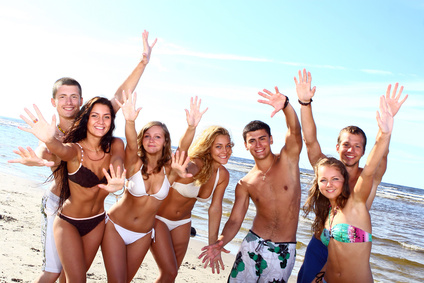 Partyurlaub Gruppe am Strand von Mallorca