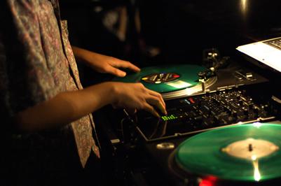 DJ-legt-Musik-auf
