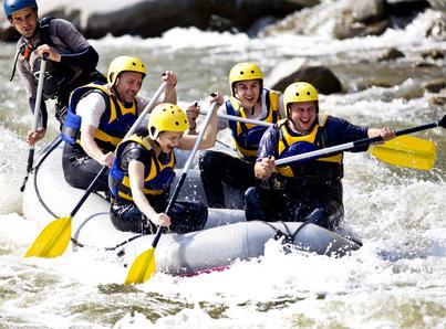 Junggesellengruppe beim Rafting