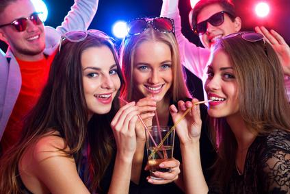 Partyfreund auf einer Messeparty
