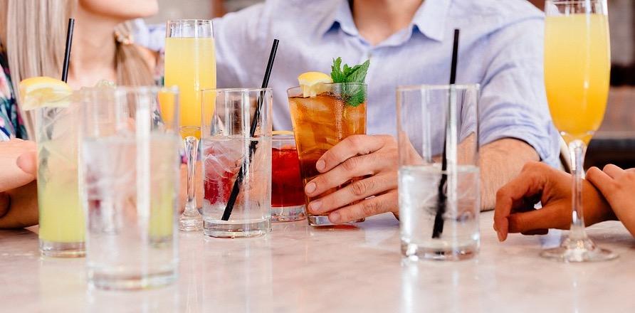 Cocktails-auf-Verlobungsparty