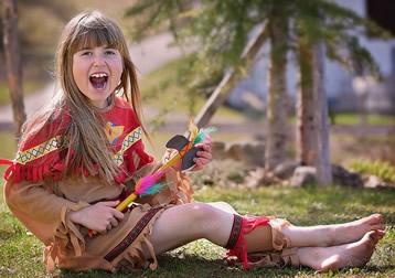 Kind-hat-Spass-auf-indianerfete